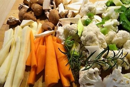 Buntes Gemüse mit violetten Kartoffeln (10)