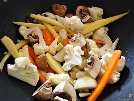 Buntes Gemüse mit violetten Kartoffeln (15)