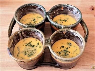 Erbspüree, Kartoffel-Petersilien Stampf und Tassenei (15)