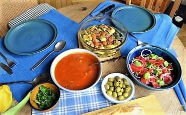 Zucchiniröllchen, Tomatensauce und Tomatensalat (28)