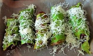 Cevapcici im Pfannkuchen, Tzatziki und Salat (13)