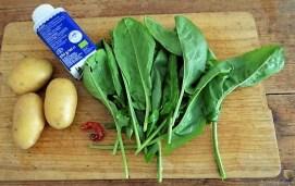 Sauerampfersuppe, Salat und Rhabarber Crumble (10)