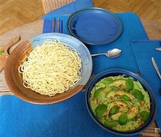 Pasta mit Muscheln, Garnelen und Avocadosauce (18)