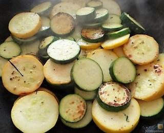 Zucchinipfanne und Hähnchenbrust (14)