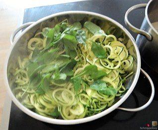 Zucchini Zoodles mit Gorgonzolasauce(16)