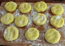 Beinscheibe, Meerrettichsauce, Kartoffelbratlinge, (15)