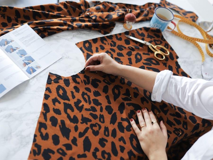 Cocoon Bluse und Blusenkleid nähen - Schulterkanten stabilisieren - Schnittduett Sewalong
