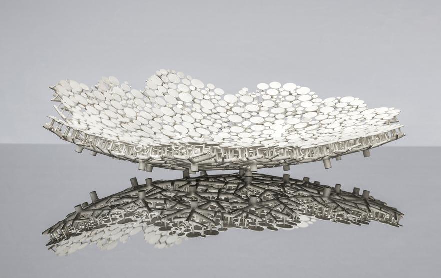 Ludwig Menzel. Schale 'Für Onkel Anton'. 925 Silber. 2016. Foto Konrad Jünger