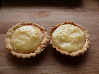 Tortelettes_mit_lemon_curd_m_tm
