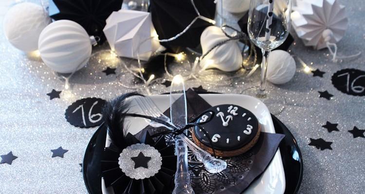 Tischdeko fr die Silvesterparty in SchwarzSilber  Schn