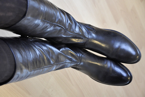 Stiefel mit langem schmalem Schaft. Größe 41, 42, 43,