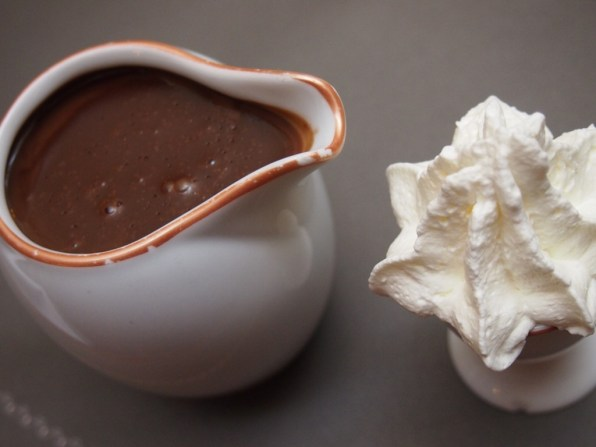 """Ein Kännchen """"chocolat chaud"""""""