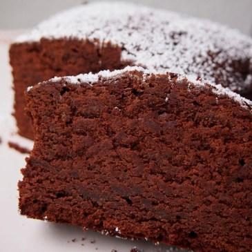 Extra-schokoladiger Kuchen mit Rotweinsalz und rosa Pfefferbeeren