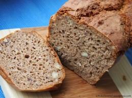 Lecker, saftig und gehaltvoll: Haselnuss-Roggen-Dinkel-Brot