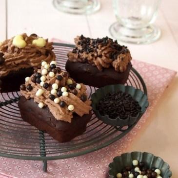 Von 3-fachen Schoko-Muffins, die lieber 5-fache Schoko-Cupcakes sein wollten – Dr. Oetker Dekor-Workshop