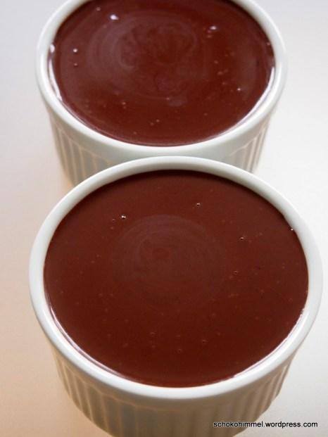 Schokoladen-Eismasse, bevor sie in die Tiefkühltruhe kommt