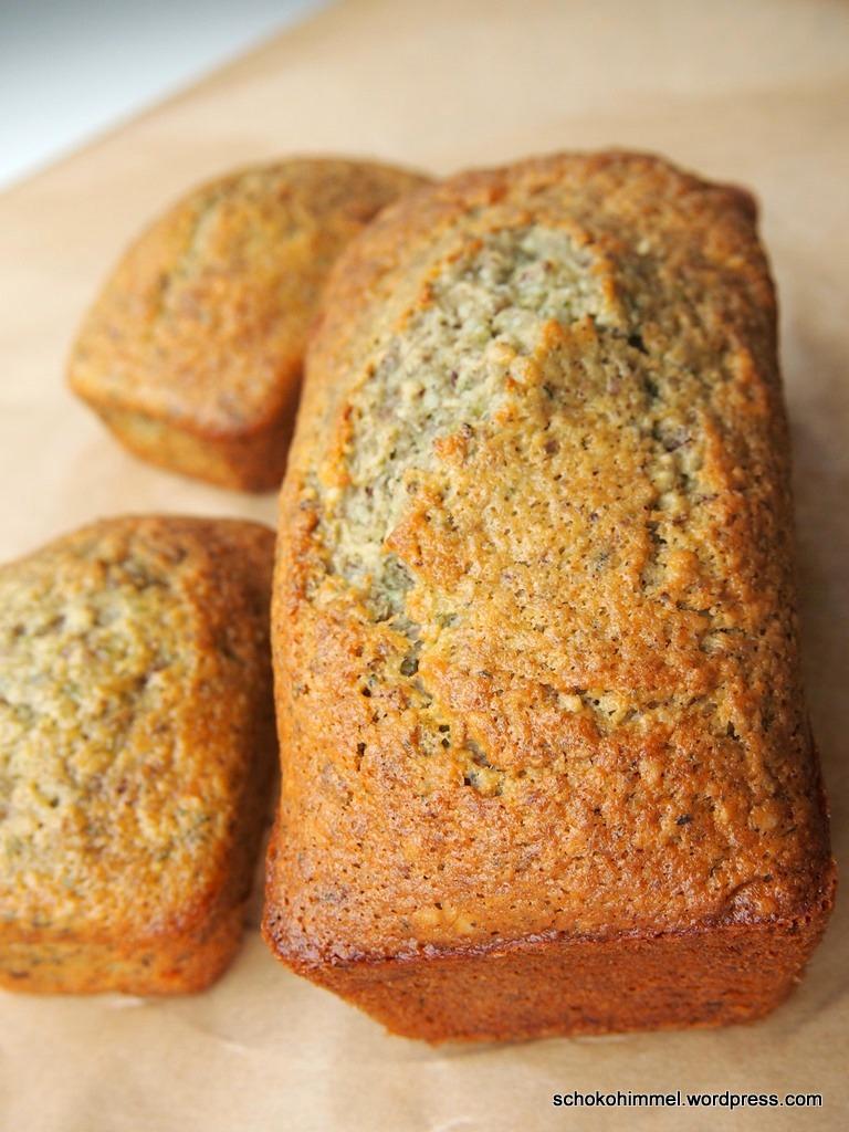 Zucchini-Nuss-Kuchen frisch aus dem Ofen