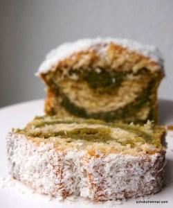 Kokos im Matcha-Kuchen