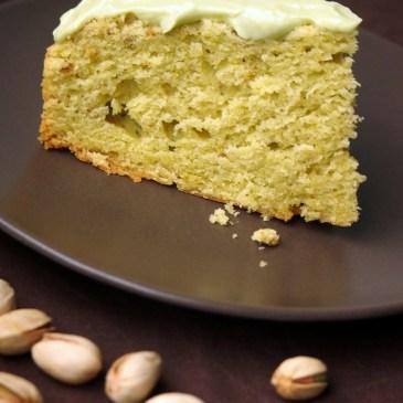 Cremiger Pistazien-Avocado-Kuchen mit Avocado-Frischkäse-Topping (+ Verlosung einer tollen Backform)