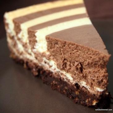 """Chocoholics aufgepasst: cremige Zebra-Topfentorte mit Keksboden [+Verlosung von drei Schoko-Backbüchern """"Wild auf Schokolade""""*]"""