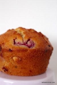sommerliche Muffins mit weißer Schokolade