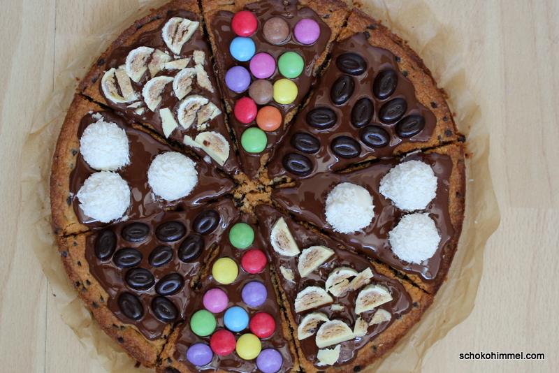 frisch belegte Cookie-Pizza