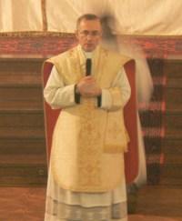 Mgr Batut à Saint-Eugène lors de la vigile pascale 2008