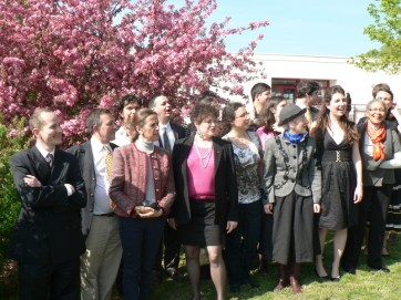 Photo de groupe de la Schola Sainte Cécile après le déjeuner