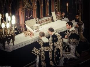 Requiem solennel pour Louis XVI du 21 janvier 2013 : l'adoration du Corps du Seigneur, après la consécration