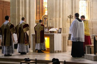Intonation du Gloria in excelsis Deo par le célébrant