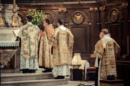 1ère messe de M. l'Abbé Lacroix, fssp, à Notre-Dame-des-Victoires, le 3 août 2013 : pendant le Kyrie
