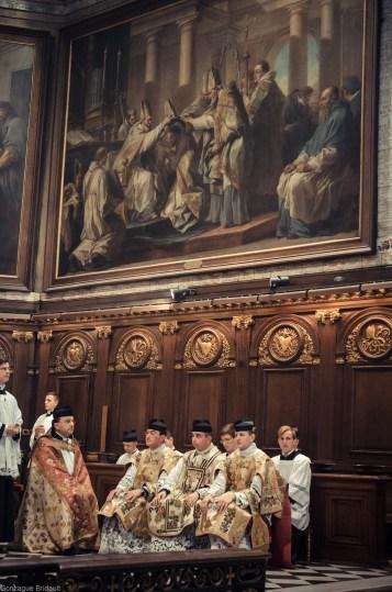 1ère messe de M. l'Abbé Lacroix, fssp, à Notre-Dame-des-Victoires, le 3 août 2013 : pendant le chant du Kyrie