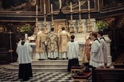 1ère messe de M. l'Abbé Lacroix, fssp, à Notre-Dame-des-Victoires, le 3 août 2013 : après le chant de l'évangile