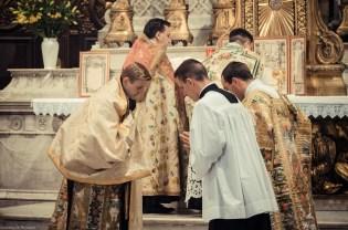 1ère messe de M. l'Abbé Lacroix, fssp, à Notre-Dame-des-Victoires, le 3 août 2013 : encensement du sous-diacre