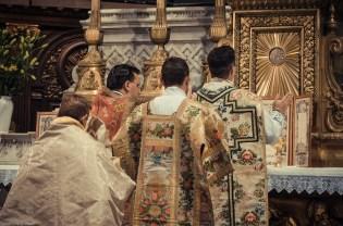 1ère messe de M. l'Abbé Lacroix, fssp, à Notre-Dame-des-Victoires, le 3 août 2013 : chant de la préface par le célébrant