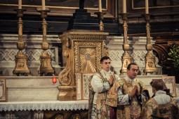 1ère messe de M. l'Abbé Lacroix, fssp, à Notre-Dame-des-Victoires, le 3 août 2013 : chant de l'Ite, missa est par le diacre