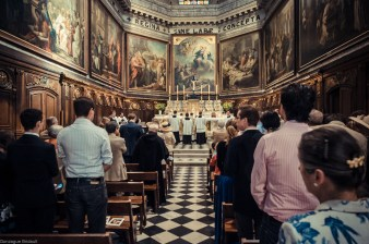 1ère messe de M. l'Abbé Lacroix, fssp, à Notre-Dame-des-Victoires, le 3 août 2013 : sortie du clergé
