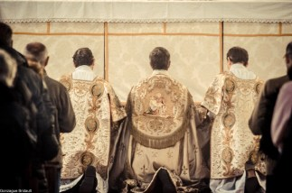 02-Immaculée Conception 2013 - Génuflexion du clergé au pied de l'autel