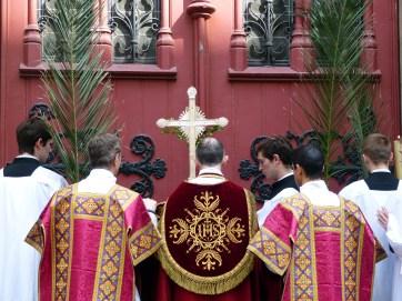 Rameaux 2014 - 17 - dialogue de l'ouverture des portes de l'église