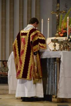 31 - Messe pontificale du lundi de Pentecôte célébrée par Mgr Aillet dans la cathédrale de Chartres