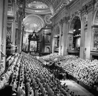 Le concile Vatican II - 11 octobre 1962 : entrée de saint Jean XXIII porté sur la sedia gestatoria