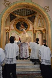 06 - Messe basse prélatice de Mgr Oliveri, évêque d'Albenga, dans la chapelle de l'évêché - l'élévation du Sang du Seigneur