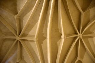 08 Nervures des voutes gothiques de la collégiale de Bollène