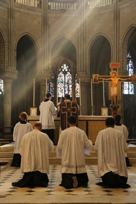 11 - messe du samedi des Quatre-Temps de septembre en la collégiale Notre-Dame de Mantes - pendant le canon