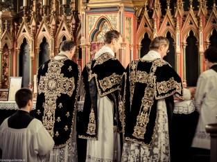 Requiem pour Louis XVI en 2014 - l'ornement noir de la paroisse, donné par un prince de Bourbon-Parme