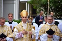 Après la messe, Mgr Brouwet évêque de Tarbes & Lourdes.