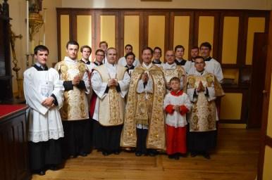 30-Après la procession de la Fête-Dieu à la sacristie avec l'ancien et le nouveau curé de Saint-Eugène