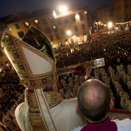 Ostension au peuple de la relique de la ceinture de la Vierge par l'évêque de Prato
