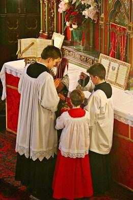 08 - Imposition de l'encens par le célébrant - Sainte Cécile 2015