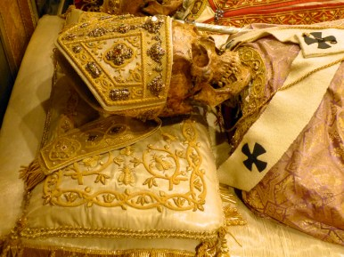 05-reliques de saint Amrboise sous l'autel majeur de la basilique Saint-Ambroise de Milan